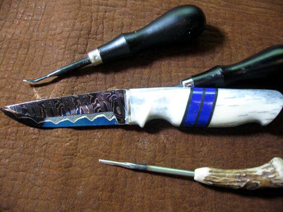 Messer mit Steine Einlage